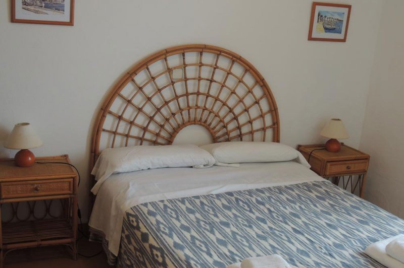 Room with double bed of the apartments Rocas Marinas 2A.