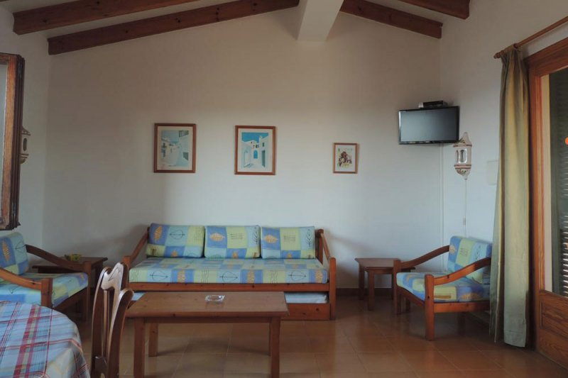 Spacious living room of the Rocas Marinas 5 apartment.