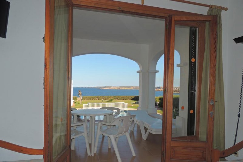 Entrance door to the terrace of the Rocas Marinas 7A apartment.