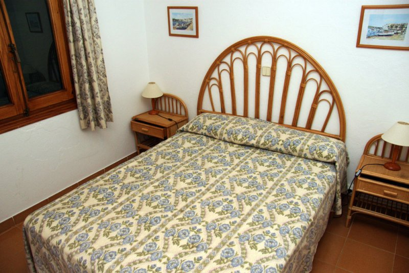 Double bed in master bedroom apartment Rocas Marinas 8A.