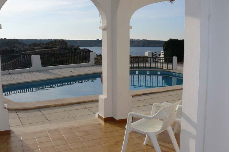 View to the pool of the Arco Iris apartments in the afternoon.