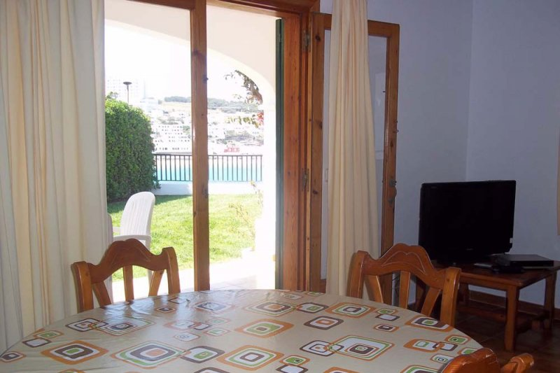 View of the living room of the Arco Iris 2 apartment towards the terrace.
