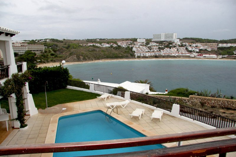 View from the terrace of the Arco Iris 4 apartment, towards the pool of the apartments and the beach