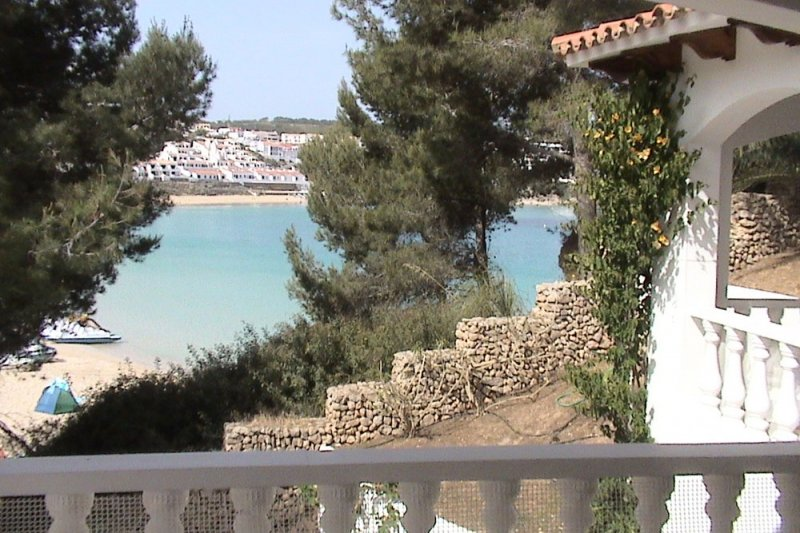 View from the terrace of Jardín Playa 1 to the beach of s'Arenal d'en Castell, Menorca.