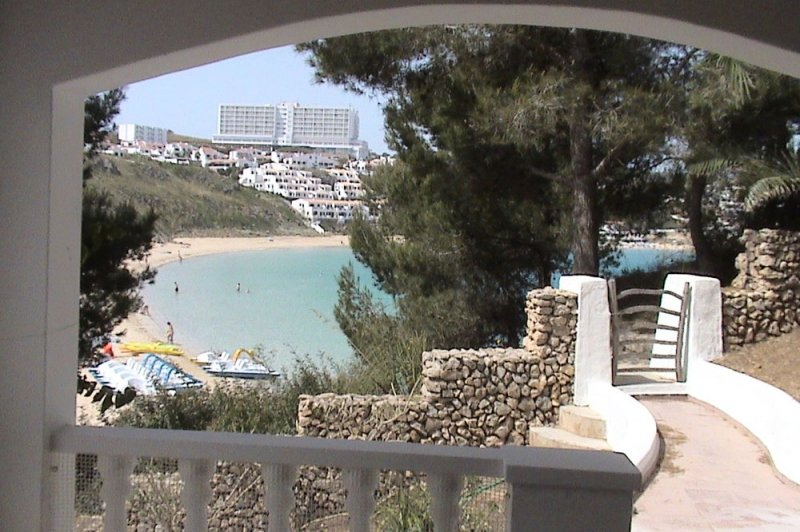 Terrace and access door to the road to s'Arenal d'en Castell beach from Jardín Playa 2.