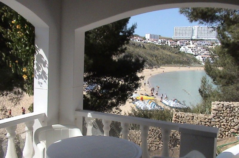 Views from the terrace of the Jardín Playa 2 apartment to the beach and urbanization.