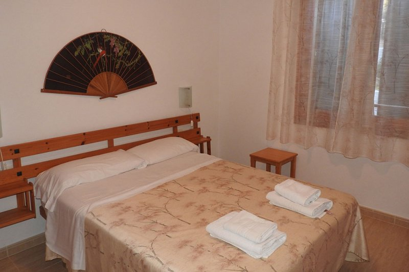 Main bedroom of the Jardín Playa 2 apartment with double bed.