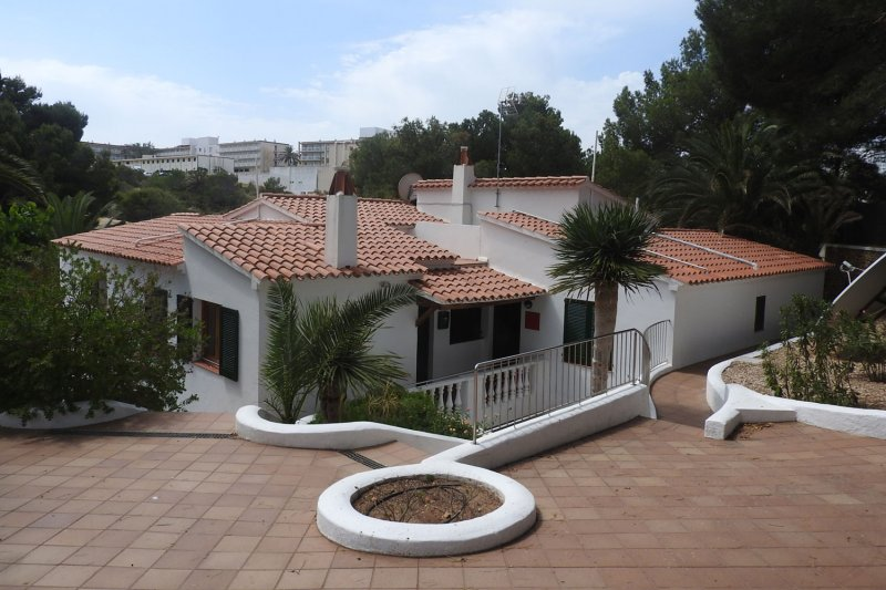 Enclosure of the Jardín Playa apartment complex, close to the beach of s'Arenal d'en Castell.