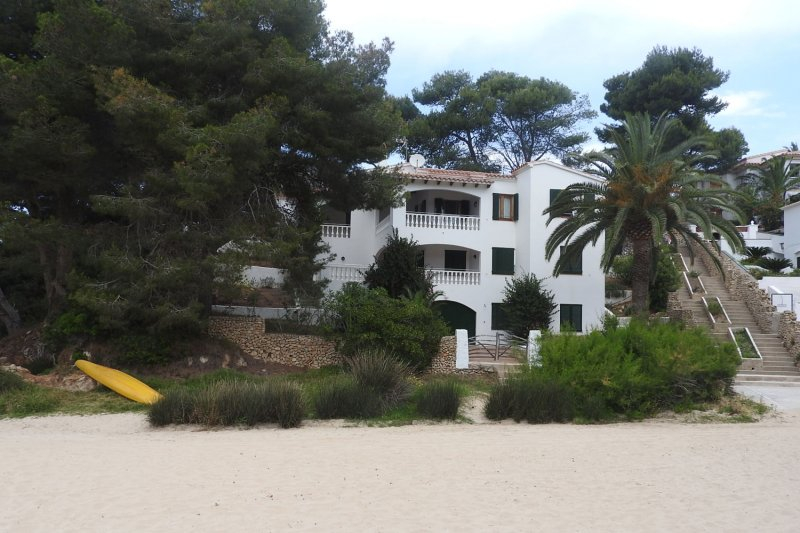 It is an ideal place to come as a family and have a nearby beach on the island of Menorca.