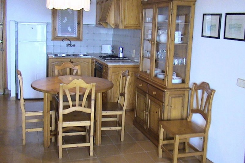Kitchen and dining room of the Rocas Marinas 1 apartment.