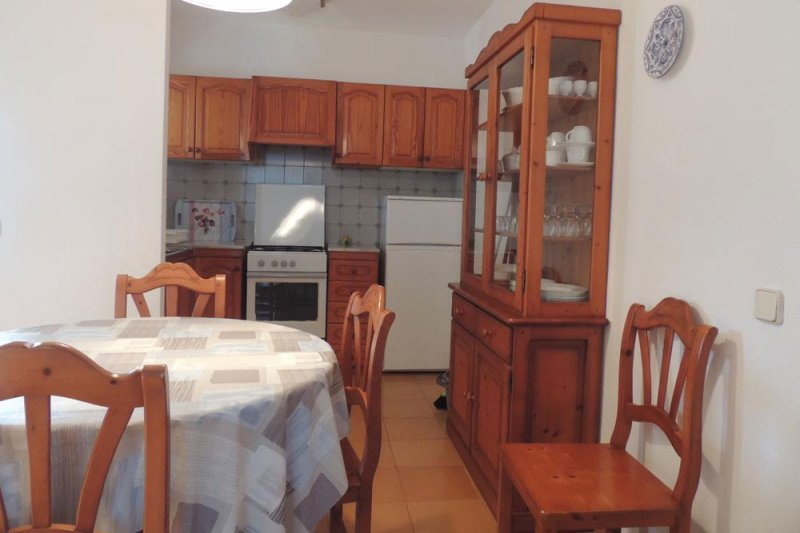 Kitchen and dining room of the Rocas Marinas 2A apartment with traditional decoration.