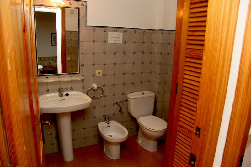 Toilets of the apartment Rocas Marinas 7A.