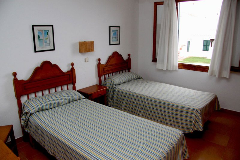 Room with single beds in the 7A Rocas Marinas apartment.