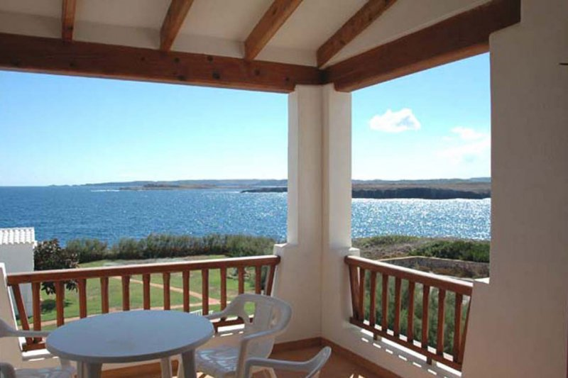 Incredible views of the terrace of the apartment Rocas Marinas 8A, overlooking the coast of Menorca.