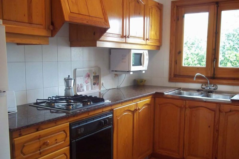 Large kitchen of the Arco Iris 2 apartment.