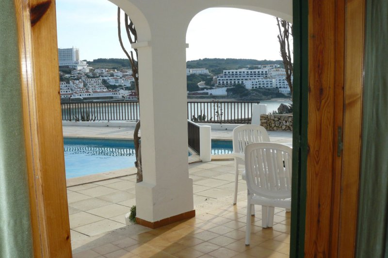 View to the terrace of the Arco Iris 3 apartment, from the living room.