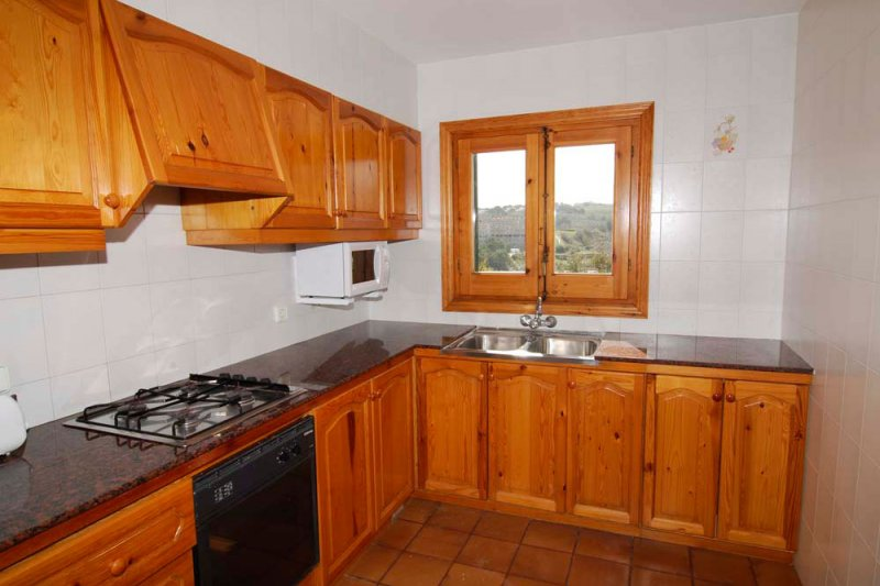 Kitchen of the Arco Iris 4 apartment, spacious and traditional in character.